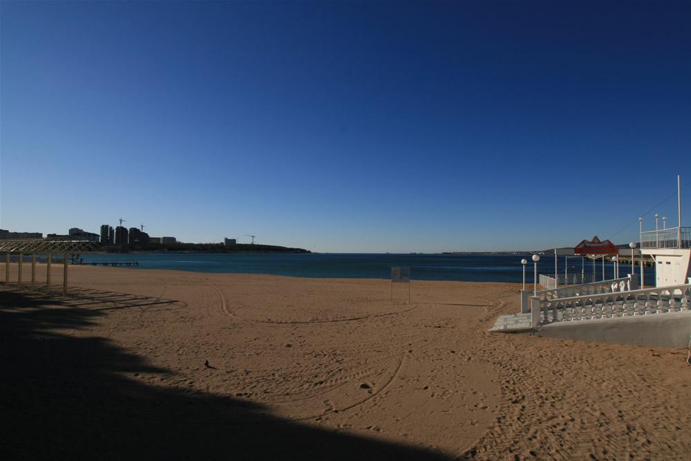 Центральный пляж Геленджика в декабре.