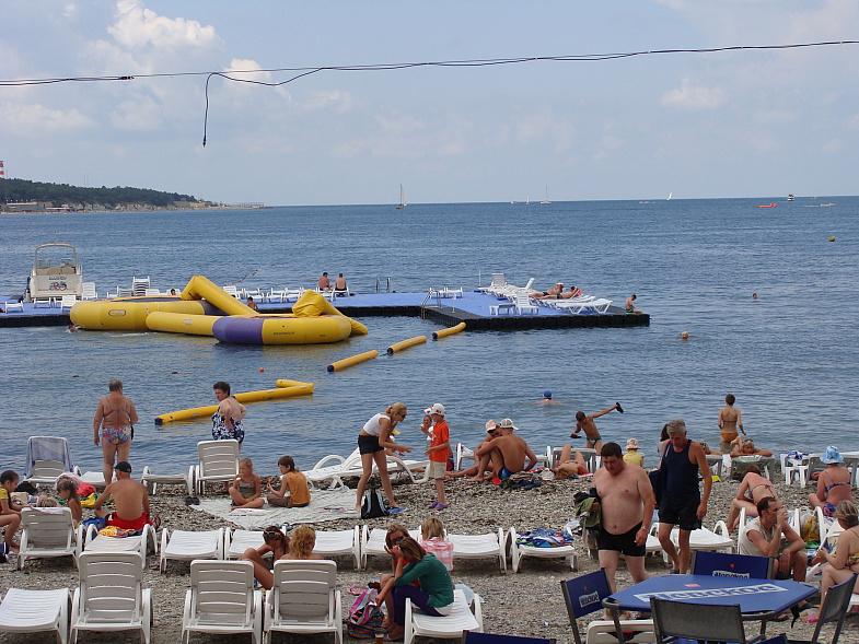 На пляже Геленджика